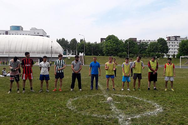 Соревнования по мини-футболу среди студентов,