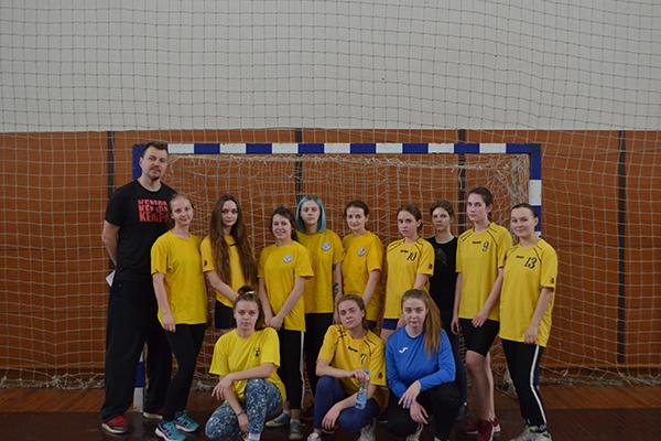 Соревнования по гандболу среди женских команд в программе