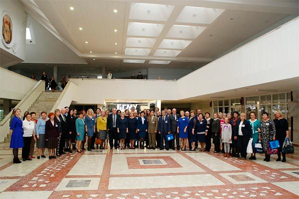 Участники научно-практической конференции с международным участием, посвященной 90-летию со дня рождения профессора П.И. Лобко (2019)