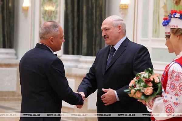 Глава белорусского государства вручил награду