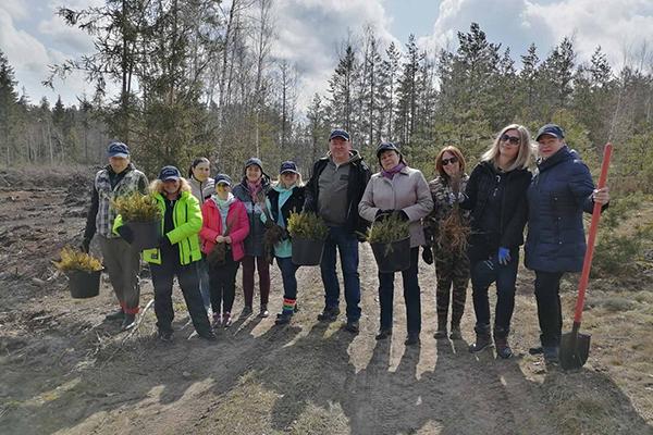 Сохраняем и приумножаем природные богатства: Белорусский профсоюз работников здравоохранения участвовал в «Неделе леса – 2021»