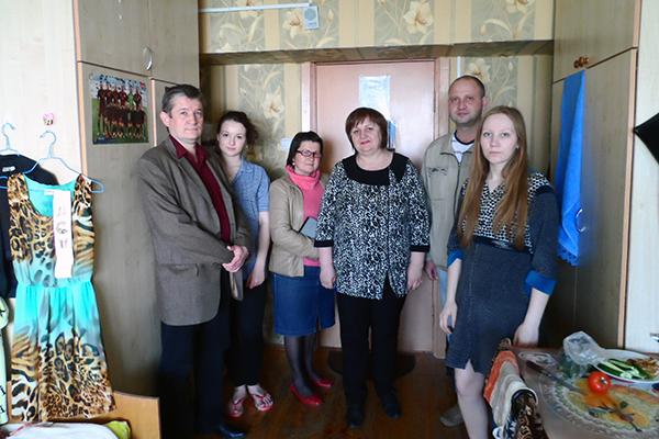 В комнате у студентов с воспитателем общежития Братковской М.А. и зав.