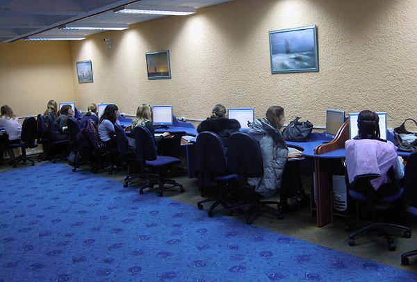 Компьютерное тестирование в зале библиотеки