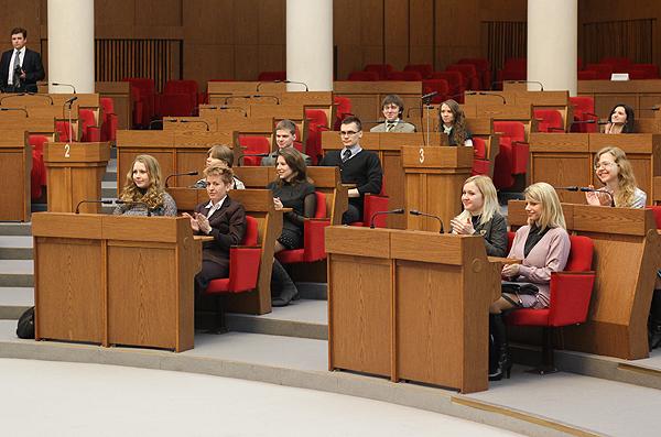 Лучшие студенты УО «БГМУ» в овальном зале здания Национального собрания Республики Беларусь