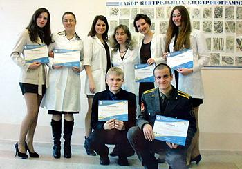Студенты после Республиканской научно-практической конференции и асс. кафедры Белевцева С.И.