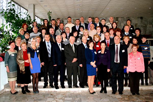 Участники международной научно-практической конференции, посвященной 85-летию со дня рождения профессора П.И. Лобко (2014)