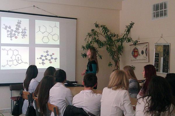 Студентка Попова Татьяна делает доклад на заседании кружка СНО кафедры