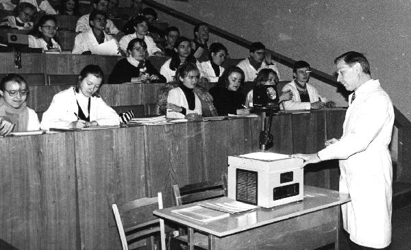 Лекцию читает пофессор Барковский Е.В.