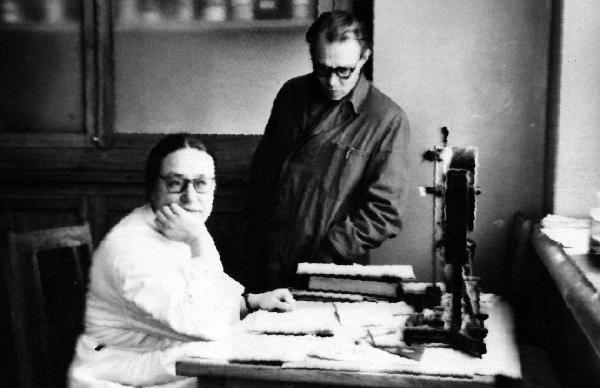 Доц. Пленина Г.Н. и доц. Бандарин В.А. за обсуждением научных результатов