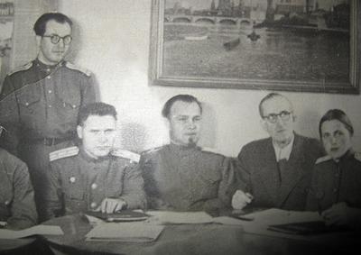Ю. В. Гулькевич (в центре) Заседание экспертной комиссии по расследованию преступлений фашизма (г. Риза, 1946 г.)