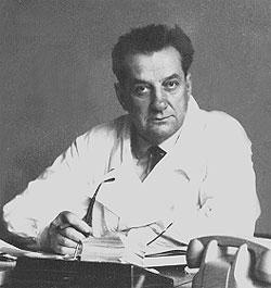 Профессор А. Ю. Броновицкий в рабочем кабинете, 1960 г.