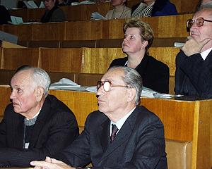 В верхнем ряду: Малая Татьяна Валентиновна, Церех Мечеслив Константинович; в нижнем ряду: профессор Данилов Иван Петрович.