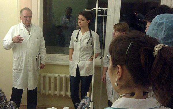 Опрос пациента проводит д.м.н. профессор Царев Владимир Петрович