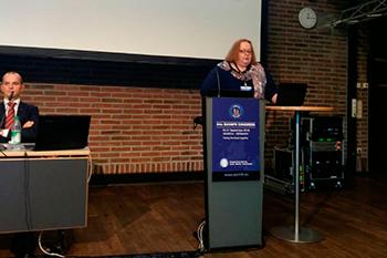 Профессор И. О. Походенько-Чудакова во время доклада на 24-ом конгрессе Европейской Ассоциации черепно-челюстно-лицевых хирургов