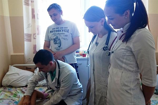 Летняя врачебная производственная практика После сдачи экзаменационной сессии предстоит очередной этап период совершенствования своих профессиональных навыков и умений который студенты