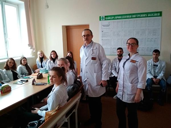 Заведующий кафедрой, профессор Доценко Э.А. и ассистент Полякова Е.О. проводят информационный час в группах № 1338 и № 1310